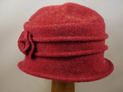 Seeberger cloche ribbels bloem ruby red