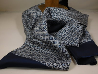 Daspartout sjaal zijde wol frans motief / navy