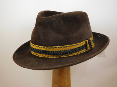 Customized Baldini Trilby velour bruin
