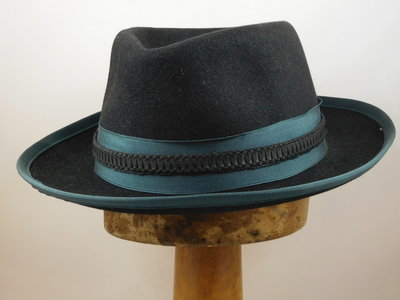 Customized Jose Signes fedora zwart