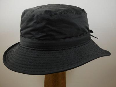 Jos van Dijck regenhoed zwart