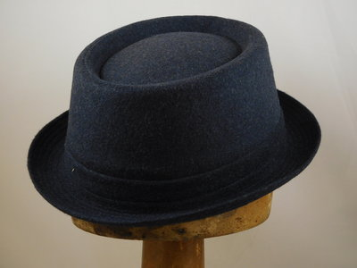 Jos van Dijck Pork Pie wol tweed blauw