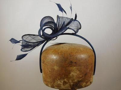 Fischer Haarversiering op diadeem Orchide Veertjes NAVY