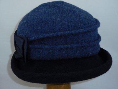 Bedacht cloche blauw navy