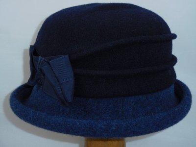 Bedacht cloche navy blauw