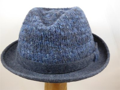 Bedacht trilby hoedje gebreid vilt blauw