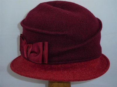 Bedacht Wollen Cloche Ribbels&Strik / Bordeaux met rood