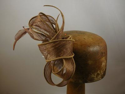 Haarversiering 'Eigen Atelier' veertjes hazelnoot