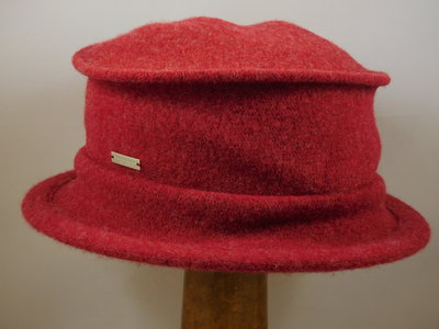 Seeberger cloche brede rand RUBY RED